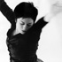 "<h1>Tanztheater</h1>""Please help yourself<br>Choreografie Jan Pusch. Tanzsolo Fiona Gordon; Internationales Tanzfestival Kassel 1998 (Probenfoto).""<br>"
